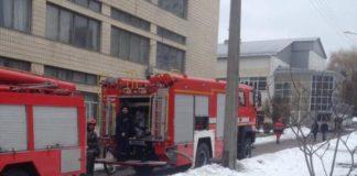 В Киеве во время пожара в здании НАУ эвакуировали 5 человек (фото) - today.ua