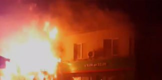 Пожежа у супермаркеті в житловому будинку: вигоріли 12 квартир - today.ua