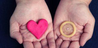 Напередодні Дня святого Валентина киян навчать правильно користуватися презервативами: опубліковано адресу - today.ua