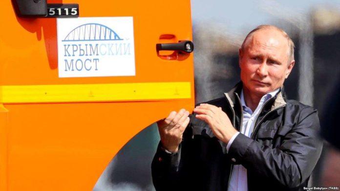 Адмірал передрік руйнування мосту Путіна до Криму: опубліковано відео - today.ua