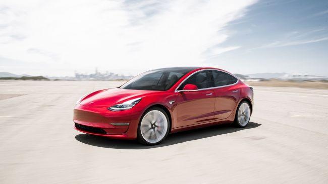 Седан Tesla Model 3 готовы отдать в лизинг