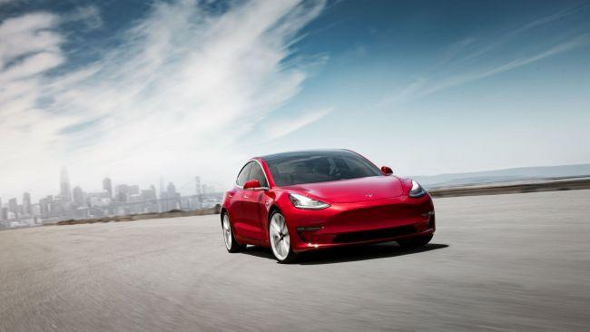 Электромобиль Tesla Model 3 максимально защитили от угона