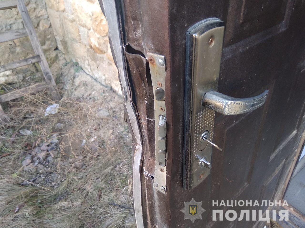 На Одещині влаштували погром у партійному офісі БПП: оприлюднені фото