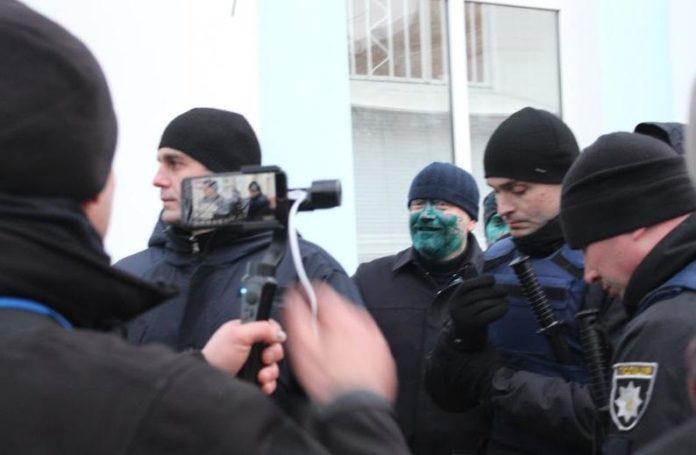 Нардепа Вілкула у Бердянську облили зеленкою: з'явилося відео - today.ua