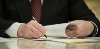 Порошенко підписав закон про продовження земельного мораторію до 2020 року - today.ua