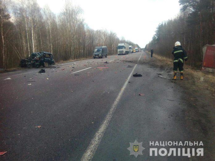На Рівненщині сталася страшна смертельна ДТП за участю вантажівки - today.ua