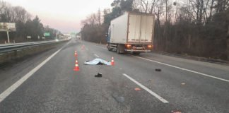Под Киевом женщину насмерть сбили два автомобиля - today.ua