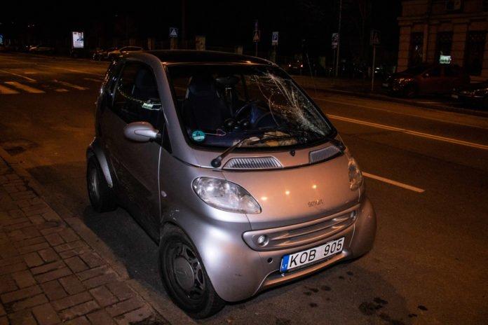 У Києві водій Smart збив дівчину на пішоходному переході - today.ua