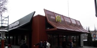 Біля McDonalds у центрі Миколаєва сталася стрілянина: є поранений - today.ua