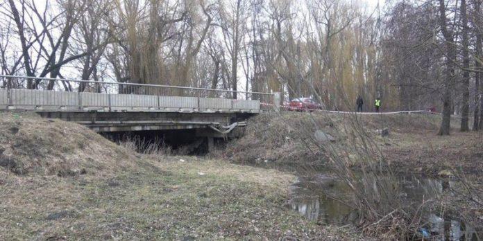 Матір викинула у річку новонароджене немовля та пішла пиячити - today.ua