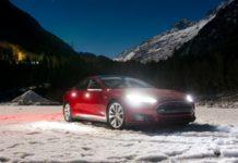 Електромобіль Tesla Model S випробували на міцність - today.ua