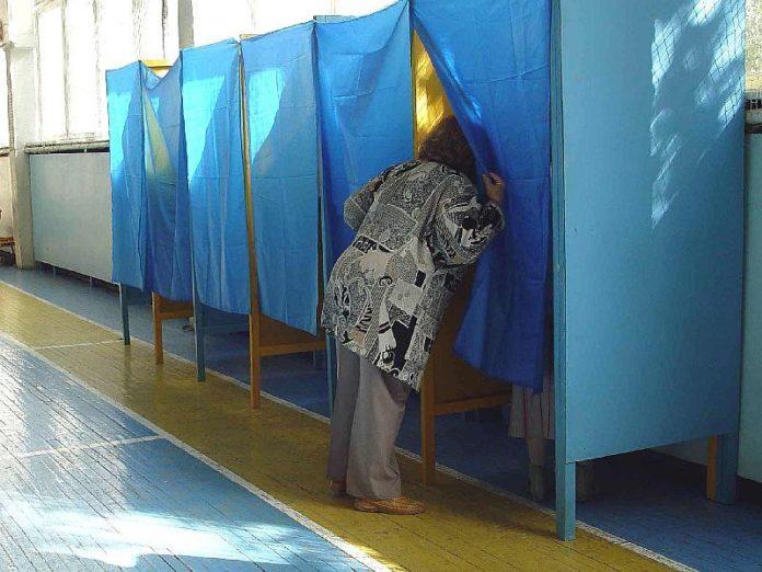 За селфи с бюллетенем избирателю светит три года, - МВД - today.ua