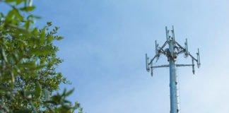 Ураганный ветер свалил вышку Vodafone: опубликовано видео - today.ua