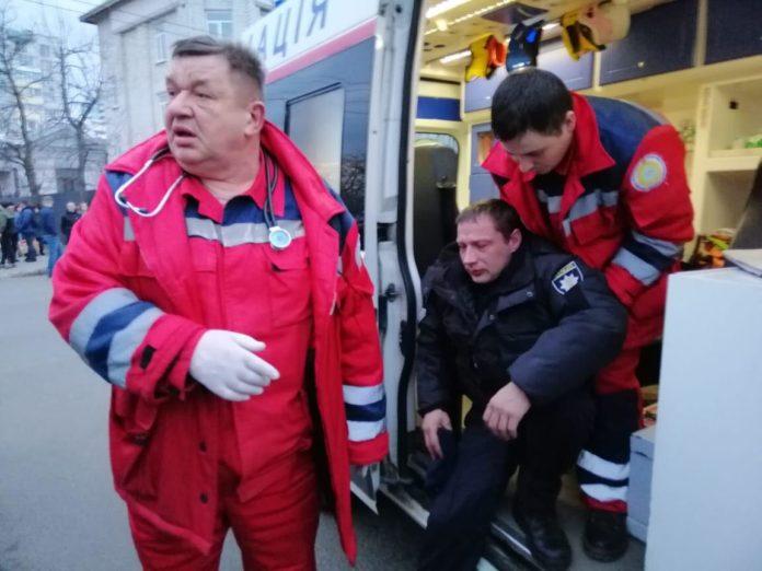 Аваков пообещал привлечь к ответственности виновных в избиении полицейских - today.ua