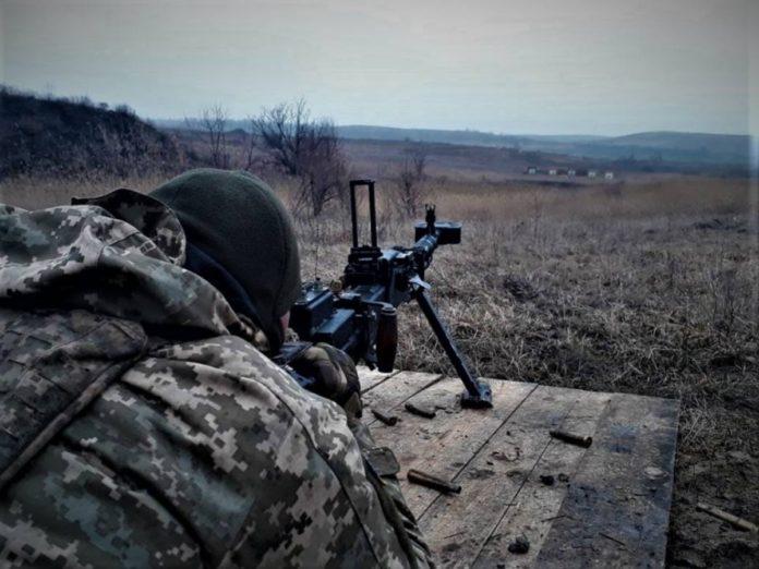 Во время вражеских обстрелов на Донбассе были ранены двое украинских военных - today.ua