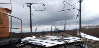 """Вітер наробив шкоди на """"Укрзалізниці"""": затримано три потяги - today.ua"""