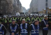 """Активісти """"Нацкорпусу"""" штурмують адміністрацію президента: опубліковано відео - today.ua"""