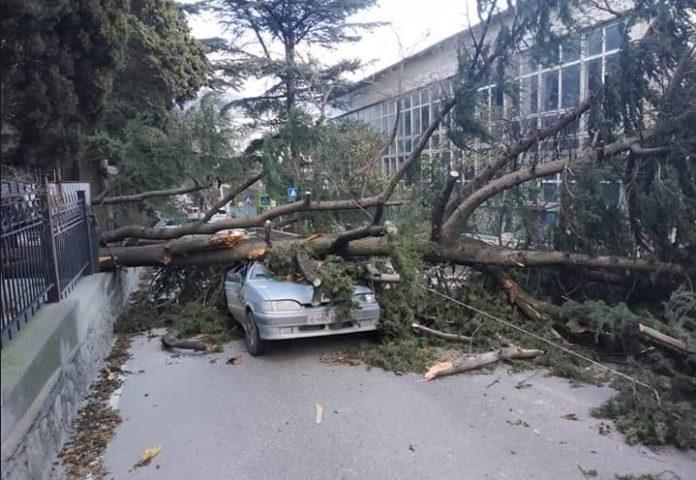 На окупований Крим обрушився потужний ураган