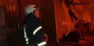 Под Киевом всю ночь тушили масштабный пожар на предприятии, которое изготавливает бронежилеты - today.ua