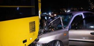 У Києві авто на швидкості влетіло у тролейбус: є загиблий - today.ua
