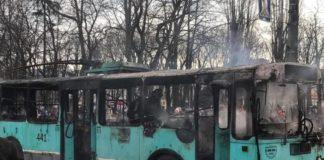 В Чернигове на ходу вспыхнул троллейбус с пассажирами: опубликовано видео - today.ua