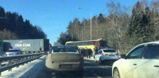 """Автобус с украинцами столкнулся с фурой под Москвой: опубликованы фото"""" - today.ua"""