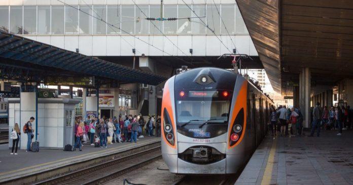 Укрзалізниця розповіла про найбільш завантажені поїзди