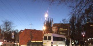 Маршрутка з пасажирами влетіла у сміттєвоз: постраждала жінка - today.ua