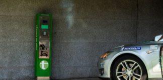 """Скільки """"живе"""" батарея Tesla: 350 тис. км на електромобілі - today.ua"""