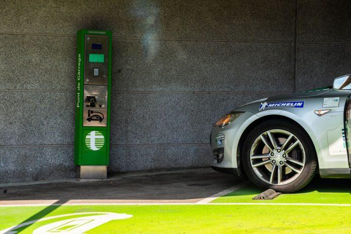 """Сколько &quotживет"""" батарея Tesla: 350 тыс. км на электромобиле - today.ua"""