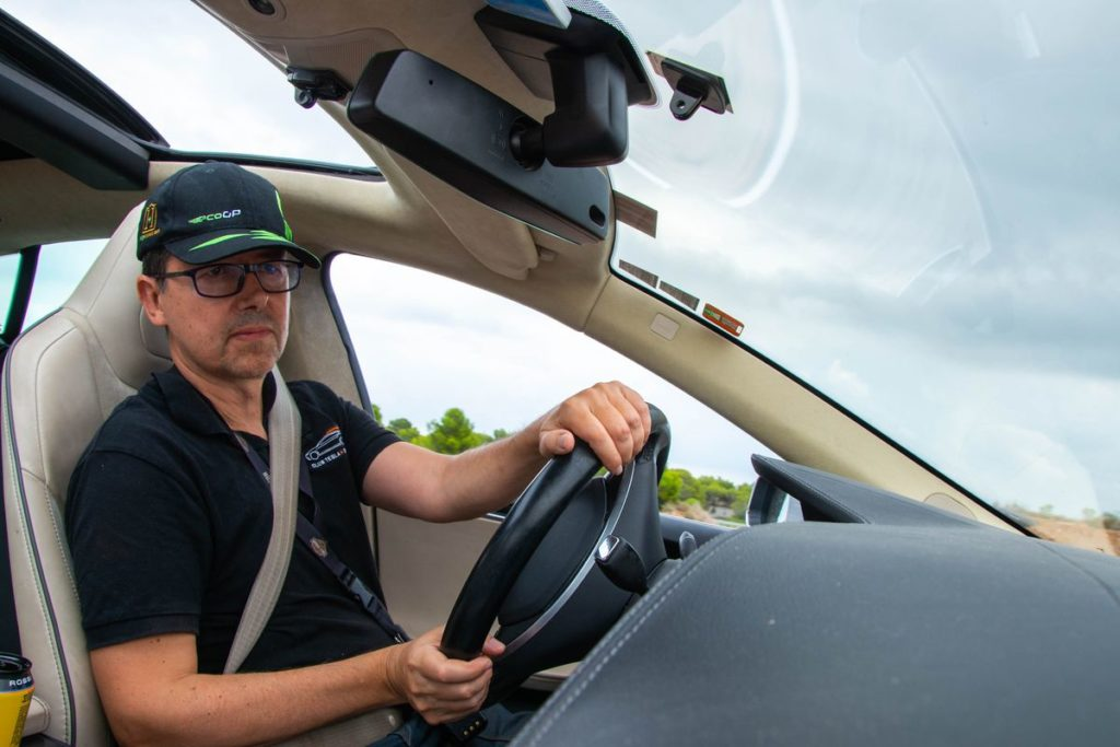 "Сколько ""живет"" батарея Tesla: 350 тыс. км на электромобиле"