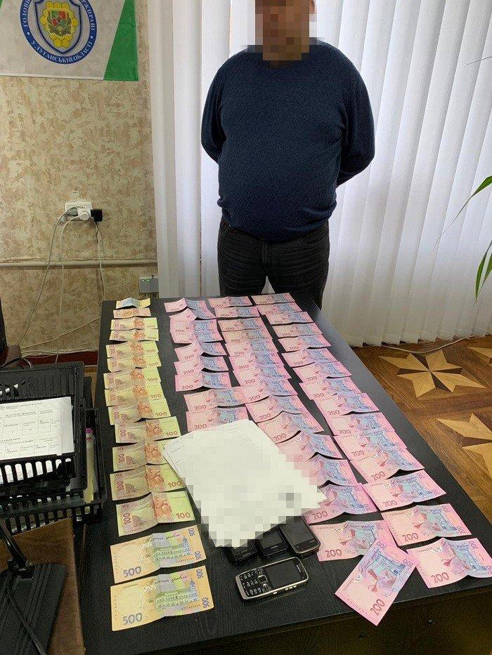 """В районе ООС задержали чиновника, который обложил """"данью"""" директоров шахт"""