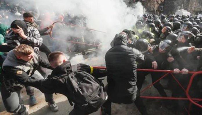 Заворушення в Черкасах: зникли представники &quotНацкорпуса&quot - today.ua