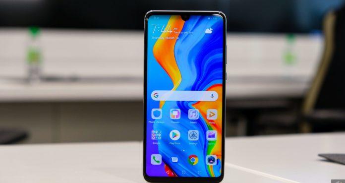 Huawei випустила бюджетний смартфон Nova 4e з потрійною камерою - today.ua