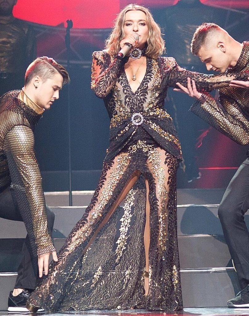Наталья Могилевская вышла на сцену в прозрачном платье за 105 тыс. гривен