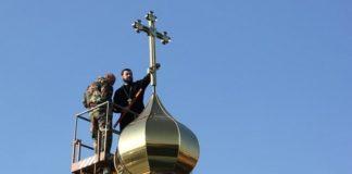Священики Московського патріархату влаштували бійку під храмом ПЦУ - today.ua