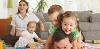 В Украине повышают выплаты на детей: сколько будут получать многодетные семьи - today.ua
