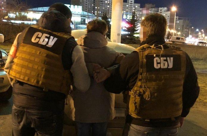 Інспектора Київської митниці спіймали на хабарі - today.ua