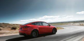 """Автопілот електромобіля Tesla """"обдурили"""" всього одним малюнком на асфальті - today.ua"""