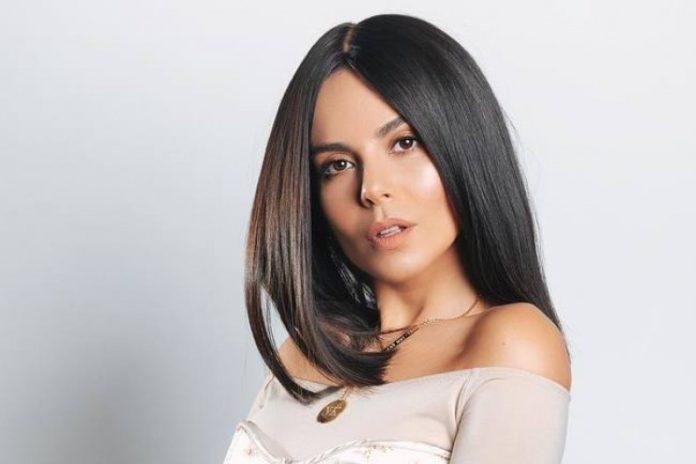 Настя Каменских без макияжа спела на радио - today.ua
