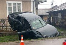 На Прикарпатье нетрезвый водитель залетел на забор - today.ua