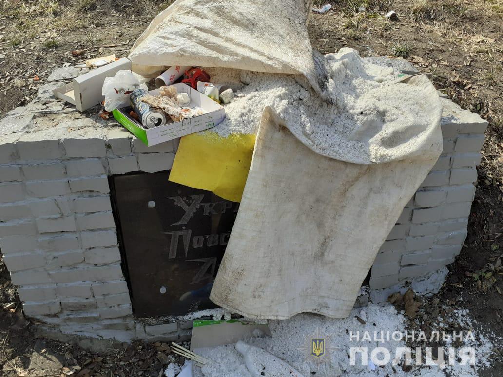 У Харкові закидали сміттям пам'ятник воїнам УПА