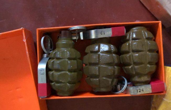 У киянина вдома знайшли справжній арсенал зброї з зони ООС: опубліковані фото