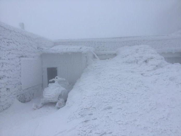 У квітні в Карпатах випало більше метра снігу: українці діляться яскравими кадрами - today.ua