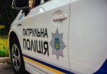 У Рівному 12-річна дівчинка з непристойними жестами пробіглася по авто поліції - today.ua