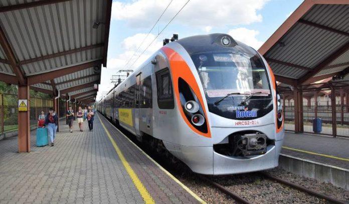 Укрзалізниця обмежить рух потягів до Польщі