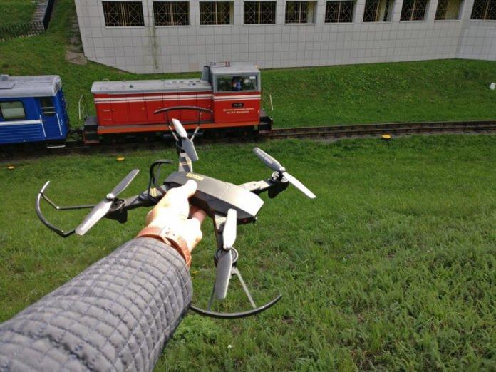 Укрзалізниця за допомогою дрона викрила крадіїв, які зливали паливо