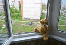 У Києві з балкону шостого поверху випала трирічна дитина - today.ua