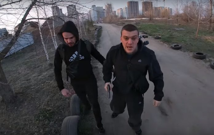 У Києві поліцейський пістолетом погрожував водію квадроцикла: опубліковано відео - today.ua