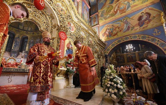 Пасхальне богослужіння в ПЦУ прочитали 8 мовами - today.ua